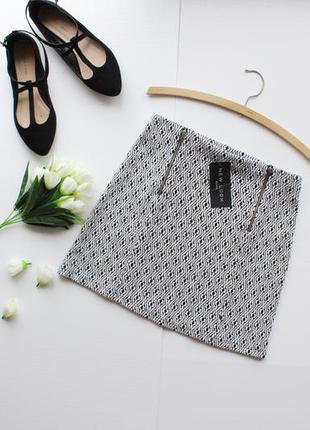 Новая трикотажная осенняя юбка в принт с молниями по бокам