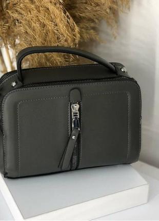 Компактная прямоугольная сумочка с замочком