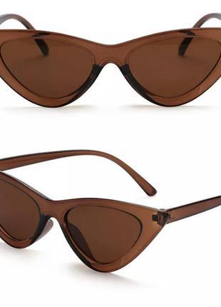 Стильные узкие солнцезащитные  ретро очки лисички в стиле vogue 2021