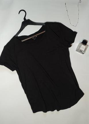 Базовая черная широкая футболка