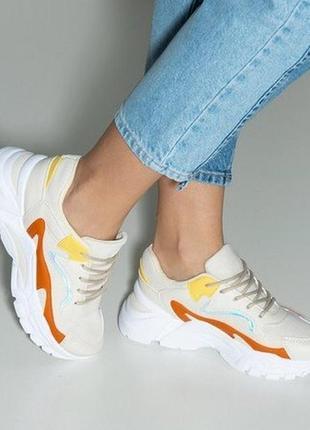 Бежевые женские кроссовки
