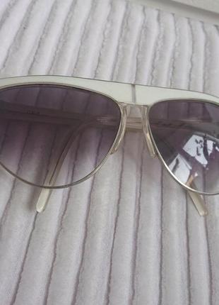 Винтажные итальянские солнцезащитные очки.