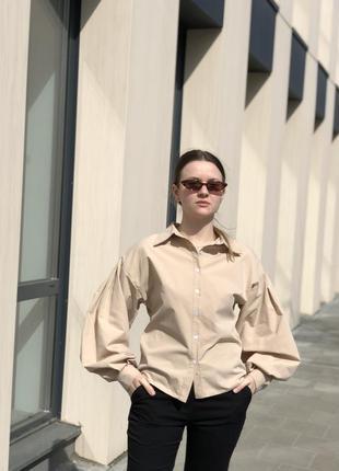 Рубашка / блуза з рукавами ліхтариками бежева