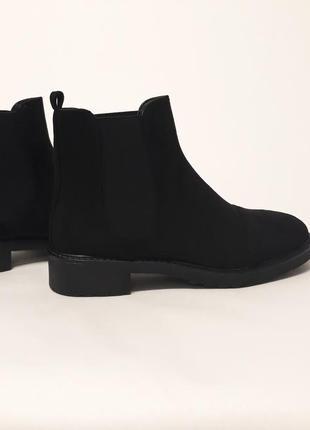 Стильные черные женские демисезонные ботинки из эко-замши