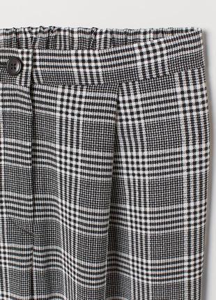 Стильні брюки в актуальну клітинку з защипами на високій посадці від  h&m  .2 фото