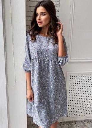 Платье с пышной юбкой свободного кроя в голубом цвете