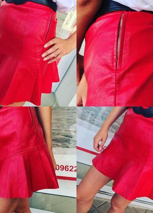 Эффектная юбка stradivarius из эко кожи пламенного красного цвета  оригинал из испании