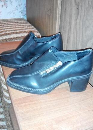 Туфли на каблуке. сток.