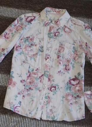 Светлая тонкая рубашка в цветочный принт 100% коттон