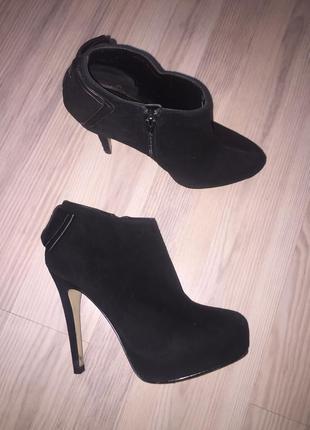 Черные замшевые ботинки ботильоны dolce vita на шпильке 36-37
