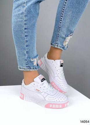 Белые с розовым кожаные кроссовки
