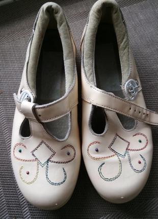 Нарядные кожаные туфли девочке святкові туфельки лак шкіряні мешти 29р повсякденні туфлі