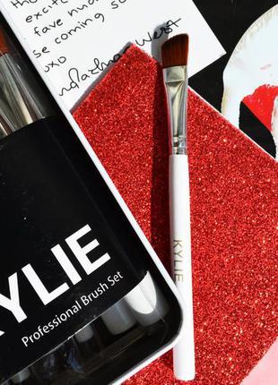 Кисть для макияжа kylie,скошенная(косая, диагональная) для нанесение теней на веко, брови