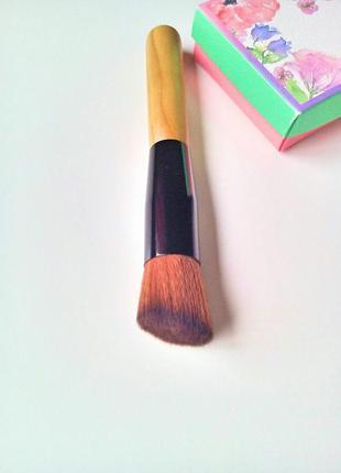Скошеная кисть для макияжа