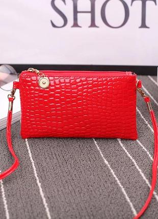 Красивая маленькач сумочка лаковая