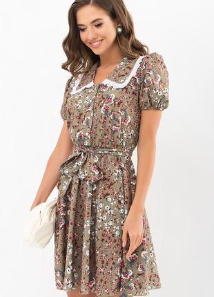 Трендовое платье хаки короткое  с оригинальным воротником короткое в цветочек розы