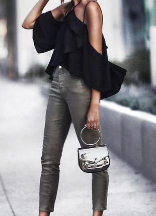 Трендовые брюки скинны с серебристым напылением ,цвет металлик, высокая посадка