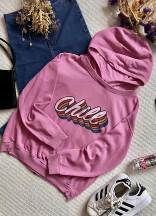 Яркая кофта в спортивном стиле с капюшоном розового цвета