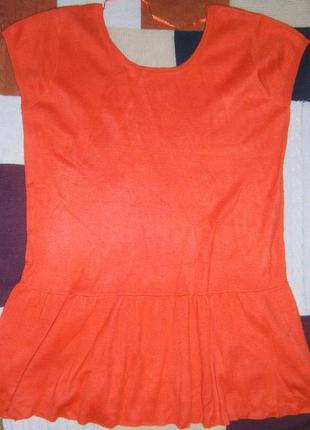 Теплое трикотажное платье с оборкой