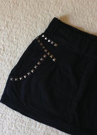Базовая мини юбка с заклепками и оригинальным кроем, хлопок (размер s)
