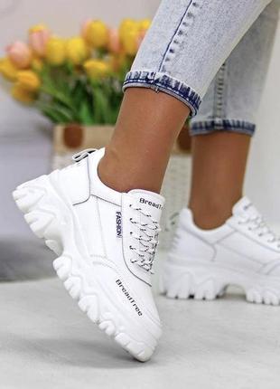 Белые стильные кожаные кроссовки по акционной цене 670 грн
