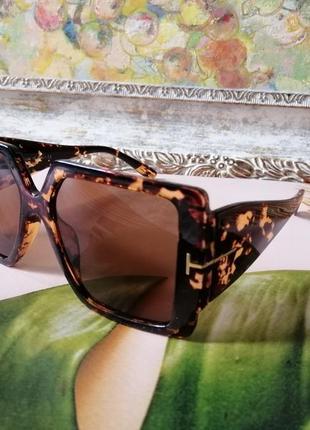 Модные квадратные солнцезащитные очки с широкими дужками черепаховая оправа