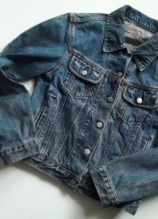Стильный джинсовый пиджак.