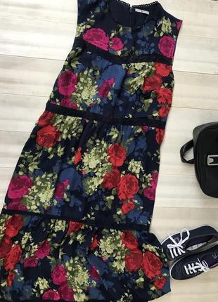 Шифоновое платье в крупные цветы