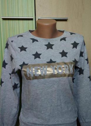 Стильный серый свитшот пайта с принтом рр.хс_с- h&m