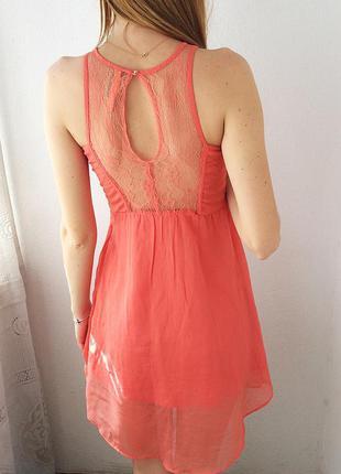 Персиковое платье коктейльное с классной спинкой bershka, pp xs