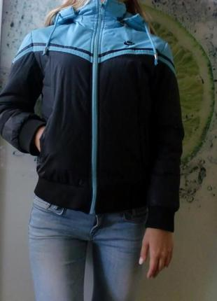 Женская куртка nike s-m