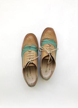 Бежевые туфли-броги на шнуровке 36 размер sharman шарман
