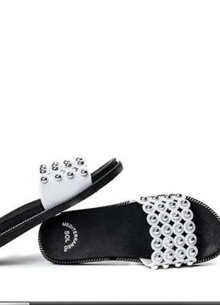 Женские белые сандалии с форсунками
