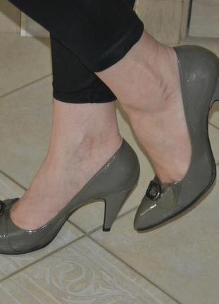 Туфли dumond 40р. натур.лаковая кож, состояние новых