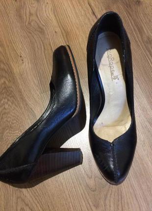 Шикарные кожаные туфли!!