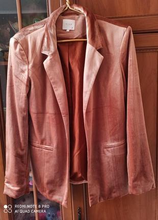 Vila пиджак розовое золото велюровый