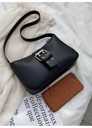 Черная трендовая сумка багет