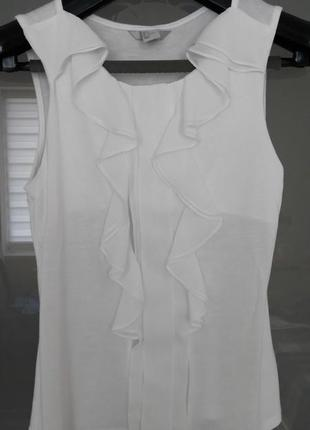 Трикотажна літня блуза білого кольору.