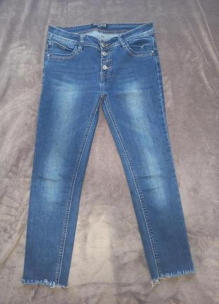 Крутые укороченные джинсики скинни узкачи