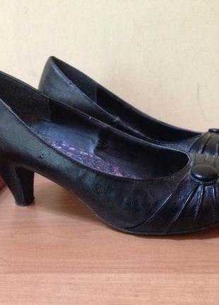 Черные туфли с закругленным носком