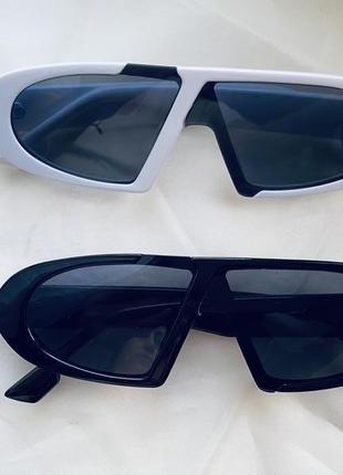 Чёрные белые солнцезащитные винтажные очки