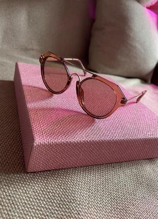 Стильные коричневые с золотом очки
