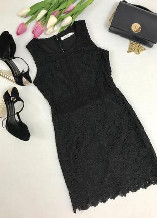 Стильное черное кружевное платье на подкладке.