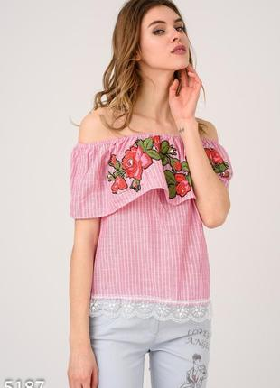 Сиреневая открытая блуза в полоску с цветочным узором и кружевом