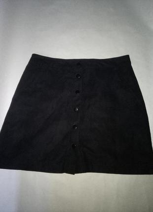 Черная юбка на заклепках