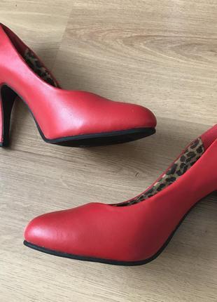 Красные туфли лодочки на каблуке 38 размер