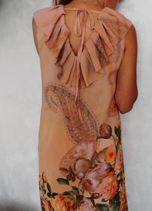 Платье с принтом и  красивым воротником