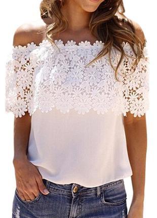 Восхитительная блузка с открытыми плечами и кружевом