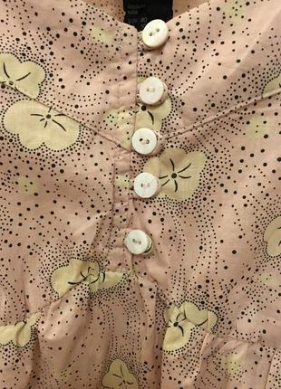 Очень красивая и стильная брендовая блузка в цветочках..100% коттон.