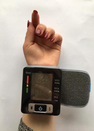 Автоматический тонометр на запястье для измерения давления и пульса